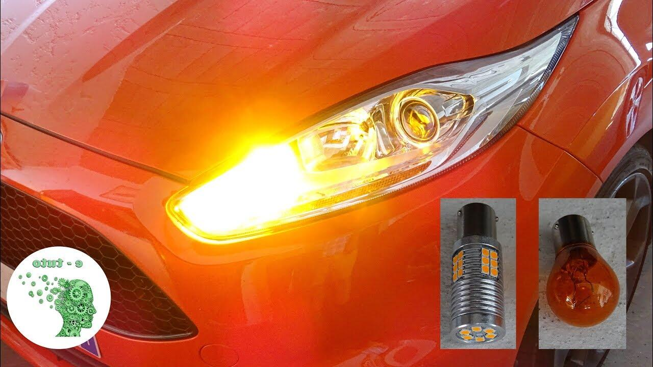 Pourquoi LED clignote voiture ?